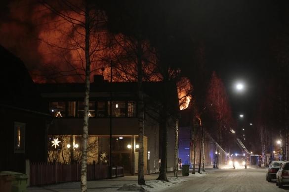 Stor brand i umea under natten