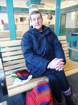 – För mig som ser väldigt dålig och inte kan använda dator innebär beslutet problem, säger Ulf Bispfors, Östersund.