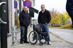 Bengt Persson på Slink in är tacksam över att Morgan Bjuhr fixade en rullstol.