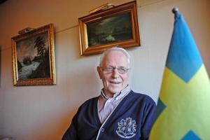 """JUBILERAR. Ingmar Bergsten, 86, har varit medlem i Älvkarleby manskör i 70 år. """"Kören har betytt mycket""""  , säger Ingmar som sjungit andra bas i alla år.1920. Det har stiliga herrarna gick samman och bildade Älvkarleby manskör 1920."""