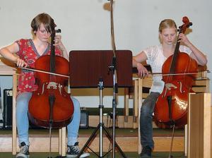 The midnigth sun will never set hette musikstycket Elin Woxberhg och Stina Jutterström spelade på sina cellon.