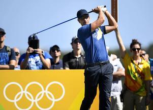 Henrik Stenson ute på sin runda under den tredje dagen av golftävlingar under OS i Rio.