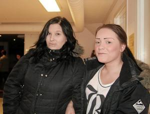 Rappare. Fanny Ottosson och Linn Graneklev är rappare under namnet Laxå Queens, och uppträdde på kvällen.