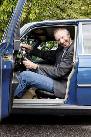 Bakom ratten på en Mercedes 350 SE från 1978 har Sten Feldreich tillräckligt med plats men...