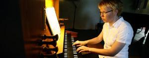 Elisabeth Türck, 27 år, är ny kyrkomusiker i Söderala pastorat.