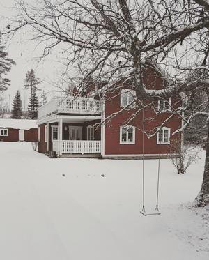 Huset på Gällnäskrogen, norr om Åsarna, är byggt 1929 och är 131 kvadratmeter stort.