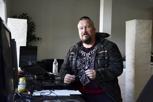 Företagaren har Sundsvall som sin bas – men världen som sin arbetsplats.