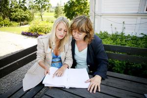 Ett tätt samarbete mellan dottern Elisabet Eggehorn och mamman Ylva Eggehorn ligger bakom omarbetningen av manus till Söderblomspelet. På plats i Trönö för första gången är de nyfikna på resultatet.