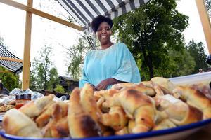 Martha Bituto Nilsson serverade olika sorters mat från Kenya.