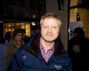 – Jag har flextid så jag kan börja när jag vill. Så jag brukar gå upp runt 10-tiden. Visst är det skönt att variera.Bengt Lundquist, 52, köpman, Funäsdalen.
