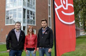 Niklas Säwén, Sabina Tjärnberg och Peter Byström från Socialdemokraterna vill satsa på ungdomar.