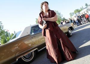 Caroline Strand tänkte på detaljerna–klänningen matchade bilen.