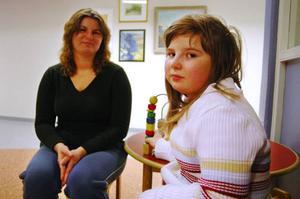 """""""Jag har aldrig dragit i väg med mina barn till läkaren bara för att de är lite förkylda, och det kommer jag nog inte att göra i fortsättningen heller"""", säger Magdalena Herrmann, som i går följde med sin dotter Susanna Pawlowicz till läkaren. """"Men om det händer någonting med barnen, eller om jag oroar mig för att någonting är fel på dem, vill jag kunna få en läkartid så fort som möjligt""""."""