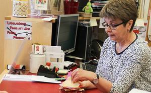 Efter neddragningarna – biblioteksassistenten Eli Hynne säger upp sig efter nästan 30 år i Los: