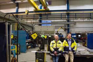 Patrik Norman, platschef inom mekanik, och Patrik Roswall, regionchef hos Veolia i Avesta, trivs i verkstadslokalerna på Grabbogatan som stod klara 2011.