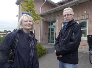 Vi vägrar ställa upp på att våra anhöriga ska flyttas, säger Inger Öst och Sören Persson, som har sina mödrar på det särskilda äldreboendena vid Solrosen och Linblomman.