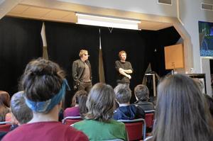 Författarpar. Sören Olsson och Anders Jacobsson, som bland annat skrivit ungdomsböckerna Sune och Bert, var i fredags på Karlsängskolans bokdag och höll i en föreläsning där de till exempel berättade om hur de båda två som barn drömde om att bli lejon när de växte upp.
