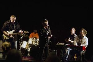 Det var de blå tonernas kväll i Östersund igår torsdag när Jazz i Jemtland och Östersunds Bluesförening samtidigt startade konsertsäsongen med var sitt bluesprogram.