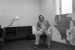 Före detta kommunalrådet i Gävle, Håkan Vestlund , avled i går.  Vestlund avgick förra året frpn sina sista politiska uppdrag på grund av sjukdom.  Bilden är tagen i början av 70-talet. Håkan Vestlund, var Sveriges yngsta kommunalråd, när han som 28-åring tillträdde sin post år 1970. På den blev han kvar i 25 år.