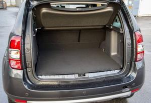 Bildtext 4: Bagageutrymmet är förvånansvärt litet trots att bilen känns stor. Lasttröskeln är hög.Foto: Anders Wiklund/TT