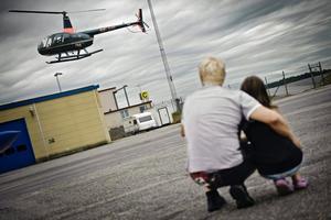 Stans enda helikopter. Gunnar Johansson fanns på plats för att bjuda på en flygtur.