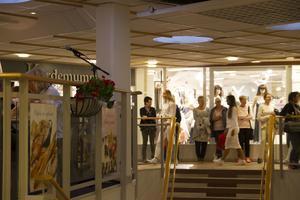 Ett 30-tal modeller visade upp vårens mode i Centrumhuset under tjejkvällen.