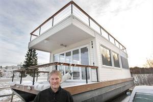 – Det ska vara så lättsamt som möjligt. Det ska vara semester när man är på sjön, inte för mycket jobb, då blir det inte roligt, säger Håkan Ottosson, när han visar upp sin husbåt.
