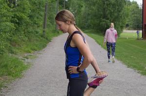 Elin Genneby sprang in på cirka 10 timmar när hon och systern Emma körde Ironman.