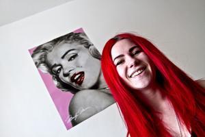 SKAR SIG SJÄLV. Självskadebeteendet blev ett beroende för 18-åriga Marta Nilsson. Det blev hennes sätt att hantera svåra       känslor. På sin blogg www.martanilsson.blogg.se delar hon med sig av sina erfarenheter.