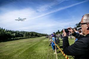 Flygklubben hade en digert program och många passade på att föreviga flygplanen på bild.