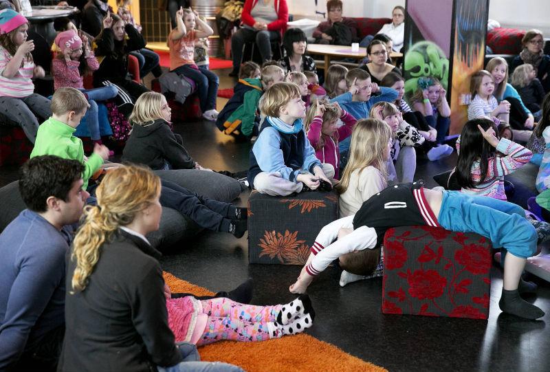 Skrattfest for bade barn och vuxna