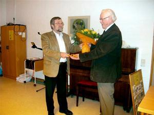 Ny hembygdsordförande. Sören Klingnéus till vänster är ny ordförande i Västernärkes hembygdsförening efter Jörgen Nyström