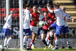 Ope har haft en tuff säsongsstart i division 1-serien. Målvakten Ida Högberg hade mycket att göra även nu mot Täby när laget blev en man kort redan från den tredje matchminuten.