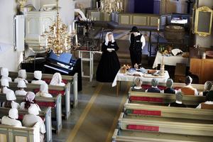 """i turinge kyrkan hörs  vackra tonerav psalm 135 """"se vi går upp till jerusalem"""""""