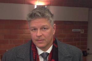 Advokat Joakim A. Nyman försvarar 21-åringen.