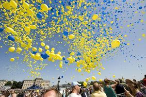 Ligger i luften. Aldrig tidigare i SOM-undersökningarna har svenskarnas attityder till invandrare varit så accepterande som nu. FOTO: SCANPIX