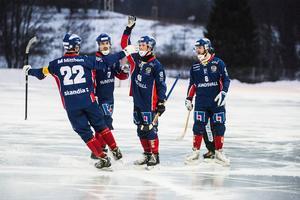 Köping, Åtvidaberg och Haparanda-Tornio är lagen som Selånger behöver besegra för att gå upp i Allsvenskan.