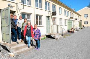 Här ska det öppnas kollektiv butik. På bilden sex av de fjorton konsthantverkarna bakom satsningen på Bryggeriet; Solveig Petrovic, Anders Öster, Christina Alvner, Elisabet Jansson, Margareta Fredriksson och Birgitta Berg.