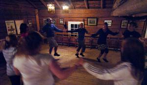 – Det blir mycket hambo, förstås, men vi kommer även att dansa andra folkdanser, säger en av ledarna Marta Andersson.