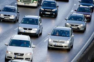 Om bilarna kan prata med varandra via trådlösa nätverk kan många olyckor förebyggas.    Foto: Pontus Lundahl/TT