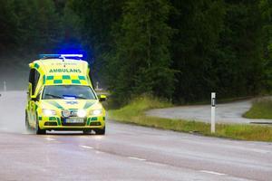 Vården i norra länsdelen blir mer beroende av ambulanstransporter när det sparas på Akutmottagningen i Lindesberg. FOTO: Robert Jonsson