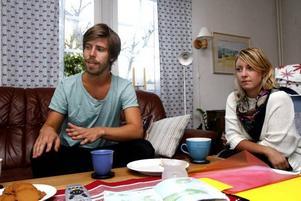 Karin Söderlund och Per Magnusson kan            pusta ut hemma hos Pers föräldrar i Gävle. Avslutningen på Bali blev mer äventyrlig än vad de tänkt sig.