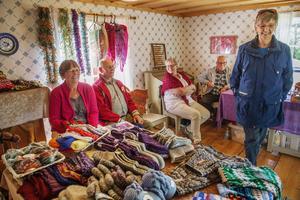 Margit Elfström, Yngve Elfström, Ann-Mari Sjölund, Anders Sjölund och Kerstin Kvillefors sålde hantverk.