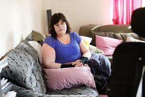 Besvären i axlarna och händerna ställer till stora problem för Marie Andersson.