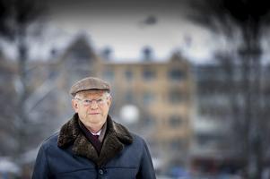 Prisat företag. Lennart Löfgren är forskningschef på Swedish Pharma. Ett litet Örebroföretag med kontakter över hela världen. Och med produkter som kan lösa miljontals människors hälsoproblem över hela vår jord.