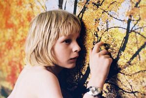Låt den rätte komma in (2008). Tomas Alfredsons vampyrfilm efter manus av John Ajvide Lindqvist baserat på hans bok med samma namn.
