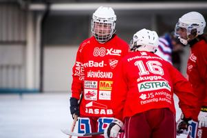 Henrik Söderlind och hans lagkamrater i Härnösands AIK fick en jobbig premiärmatch i Sundsvall.