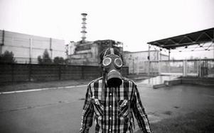 Vid besöket i Tjernobyl fick de bära skyddsutrustning.