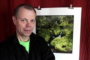 Hans Månsson i Torvalla By är en av de 73 som i helgen öppnar sina ateljéer och verkstäder för nyfikna besökare.