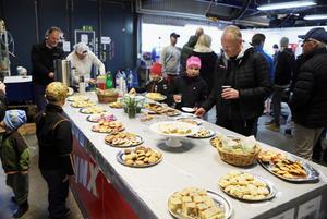 Ett rejält kakbord fanns på varje ställe. Rekordet tog ändå Ljungbergs med 39 sorters hembakat.